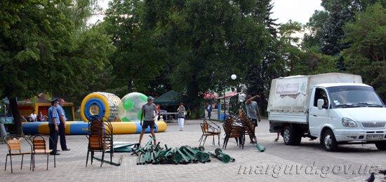 1374244979-19_07_2012_Mariupol_demontaj_palatki_1