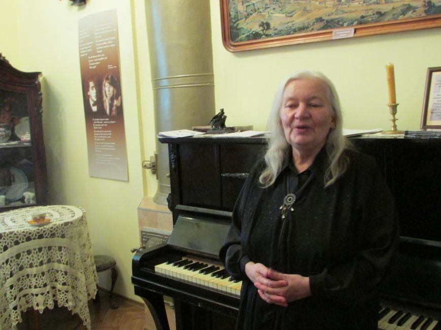 Поэт, композитор, исполнитель авторской песни Людмила Токарева (г. Нарва, Эстония).