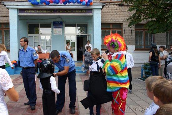 01_09_2013_Mariupol_1-e_sentyabrya_v_internate_09s