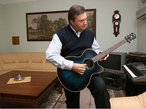янукович гитара