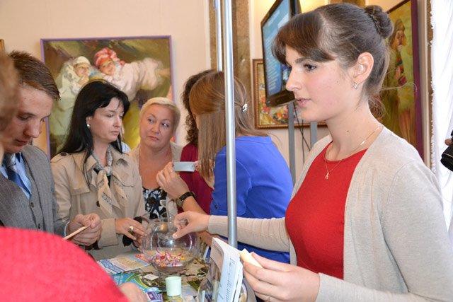 В Севастополе День туризма отметили с шоколадным фонтаном, мороженым из СССР и «угадайкой» [фото] (фото) - фото 6