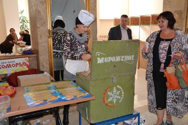 В Севастополе День туризма отметили с шоколадным фонтаном, мороженым из СССР и «угадайкой» [фото] (фото) - фото 3