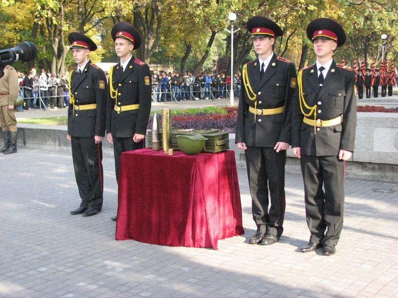 Запорожцы передали «боевой снаряд» с землёй Днепропетровску (ФОТО), фото-1