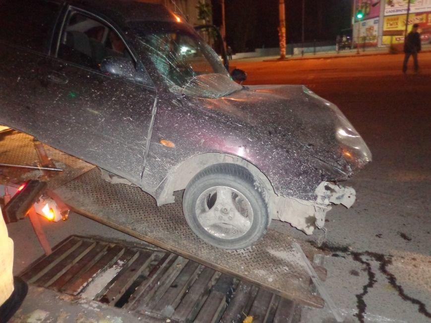 В Запорожье «Mazda» разбилась о светофорный столб (ФОТО), фото-1