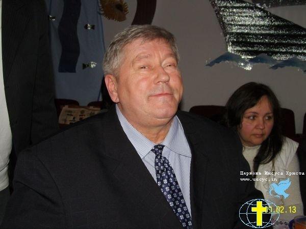 пастор в галстуке20090216_2018084561_24