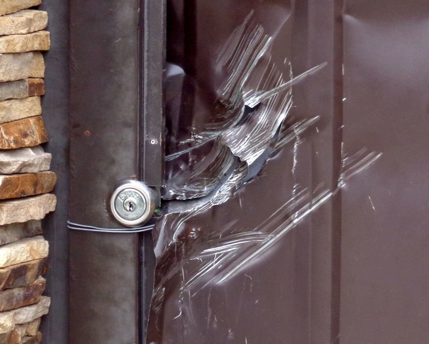 Источник: жилье Анисимова охраняли сотрудники ППС (ФОТО, ОБНОВЛЕНО), фото-1