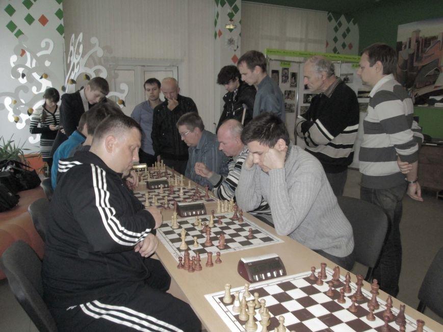 Напряженно было на шахматных досках, напряженно было и среди участников....