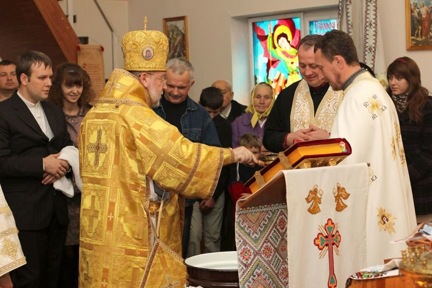 освящение воды - владыка Степан, о. Ростислав, о. Михаил
