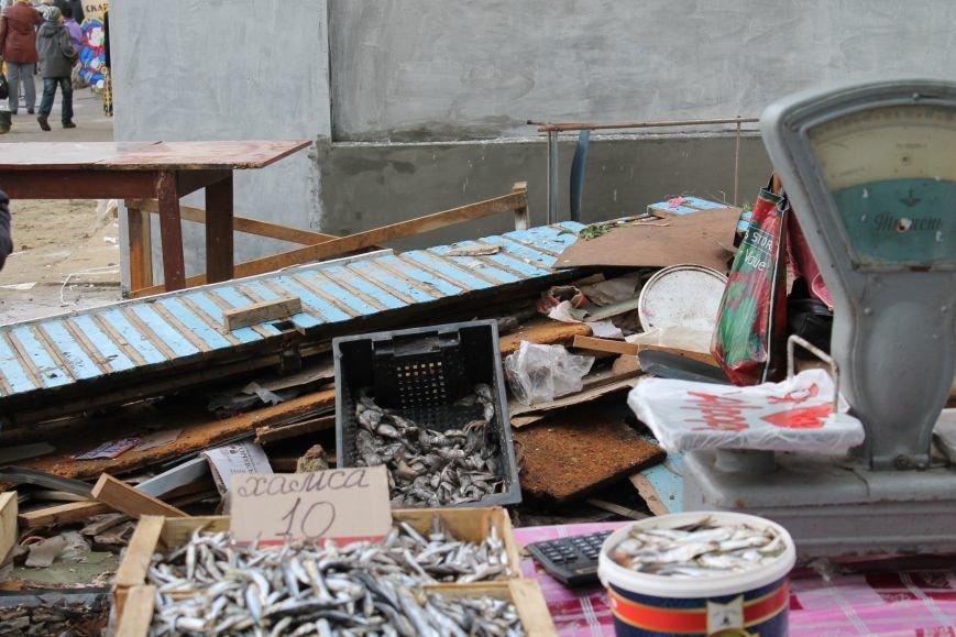 торгуют рыбой на мусоре2