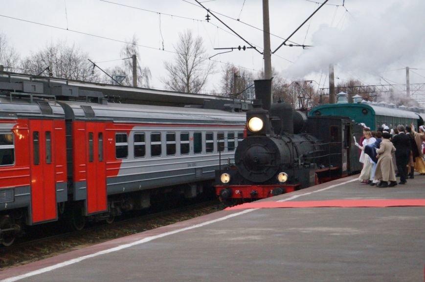 Олимпийский огонь прибыл в город Павловск на ретро-поезде
