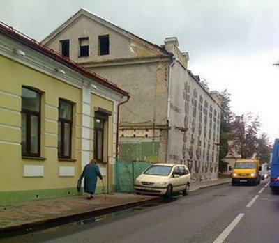 20131119_гродно_центр_парковка_бабушка