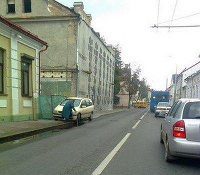 20131119_гродно_центр_парковка_бабушка-1