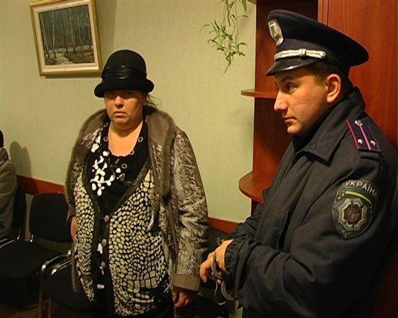 В Сумах міліція затримала шахрайку екстра-класу_4