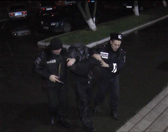 Затримати квартирного крадія допомогла сигналізація, якою обачні господарі обладнали приміщення(ФОТО)_21