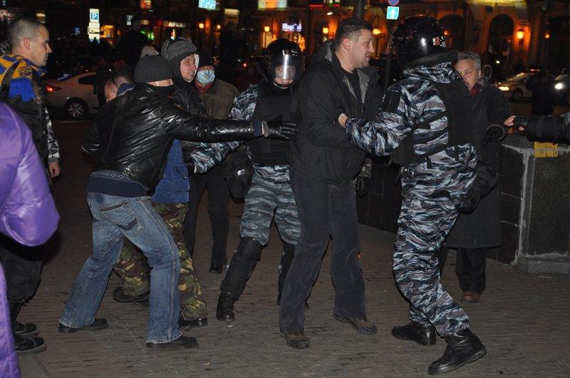 Внутренние войска при штурме администрации президента сознательно использовали как пушечное мясо, фото-4