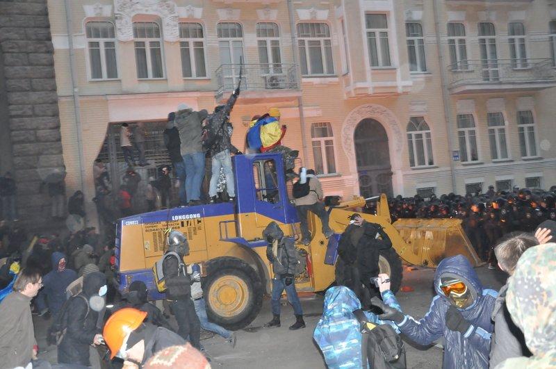 Внутренние войска при штурме администрации президента сознательно использовали как пушечное мясо, фото-2