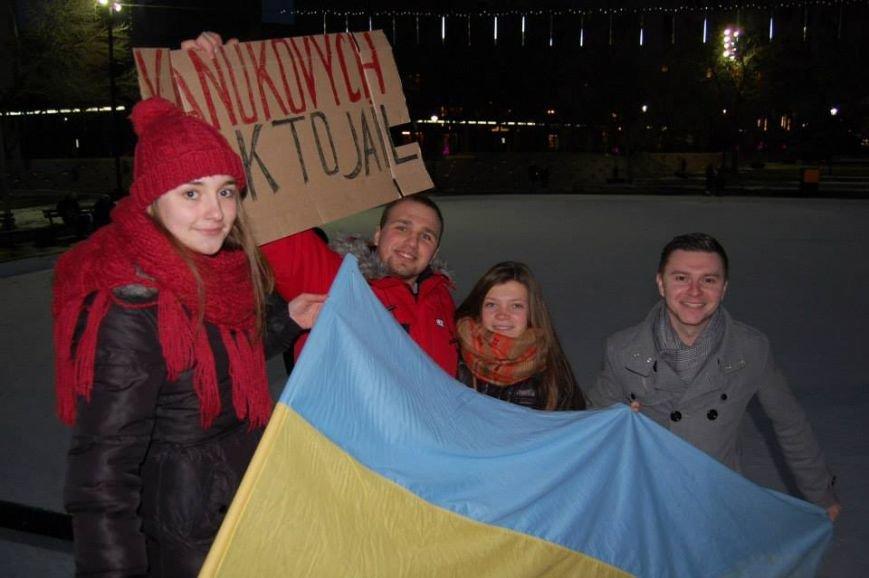 Українці в Канаді поставили хрест на Президенті (ФОТО), фото-8