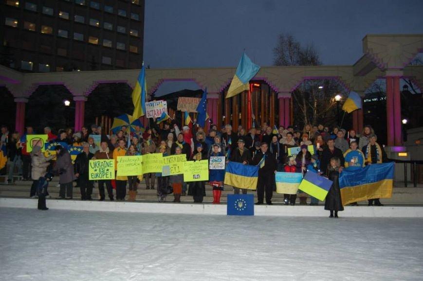 Українці в Канаді поставили хрест на Президенті (ФОТО), фото-9