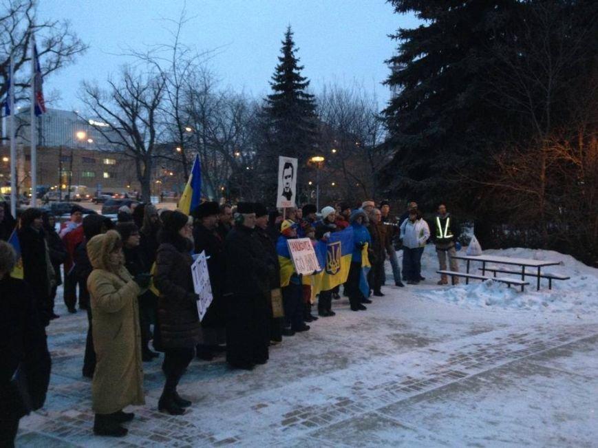 Українці в Канаді поставили хрест на Президенті (ФОТО), фото-12