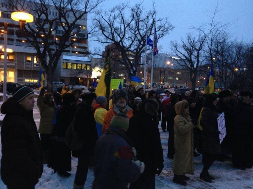 Українці в Канаді поставили хрест на Президенті (ФОТО), фото-15