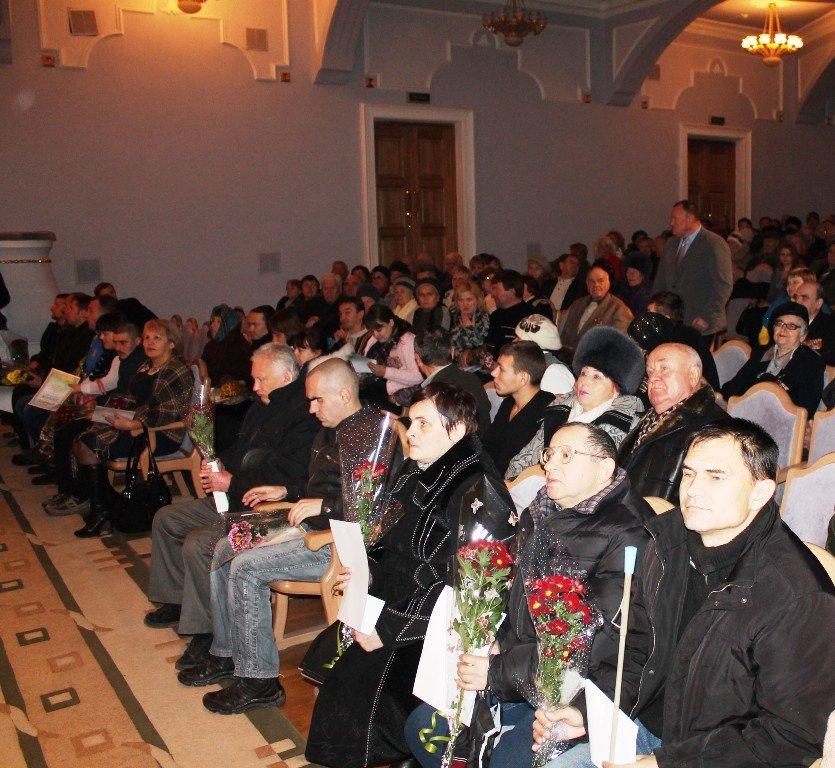 В Артемовске на День инвалидов отметили успехи спортсменов и порадовали детей, фото-5