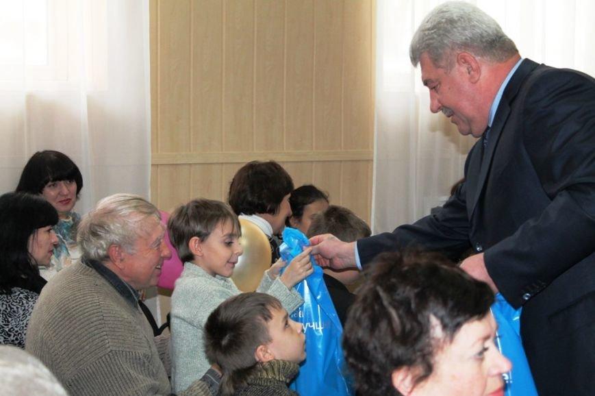 В Артемовске на День инвалидов отметили успехи спортсменов и порадовали детей, фото-6