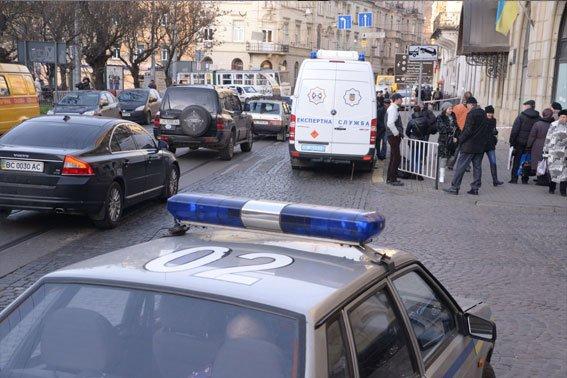Замінування апеляційного суду у Львові виявилось злим жартом (ФОТО), фото-1