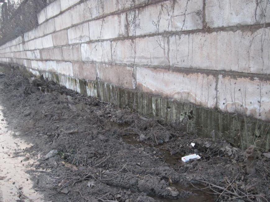 В Мариуполе порыв водовода на комбинате им. Ильича не устраняют годами, фото-2