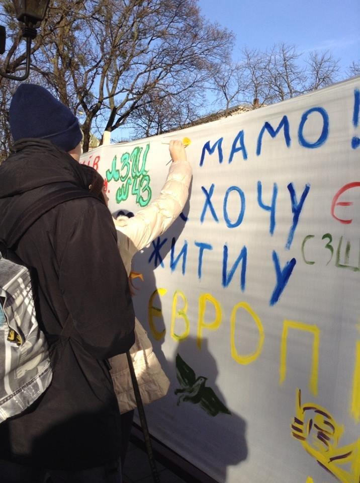 Львів'яни написали на 60м. тканини якою вони бачать Україну завтра (ФОТО), фото-2