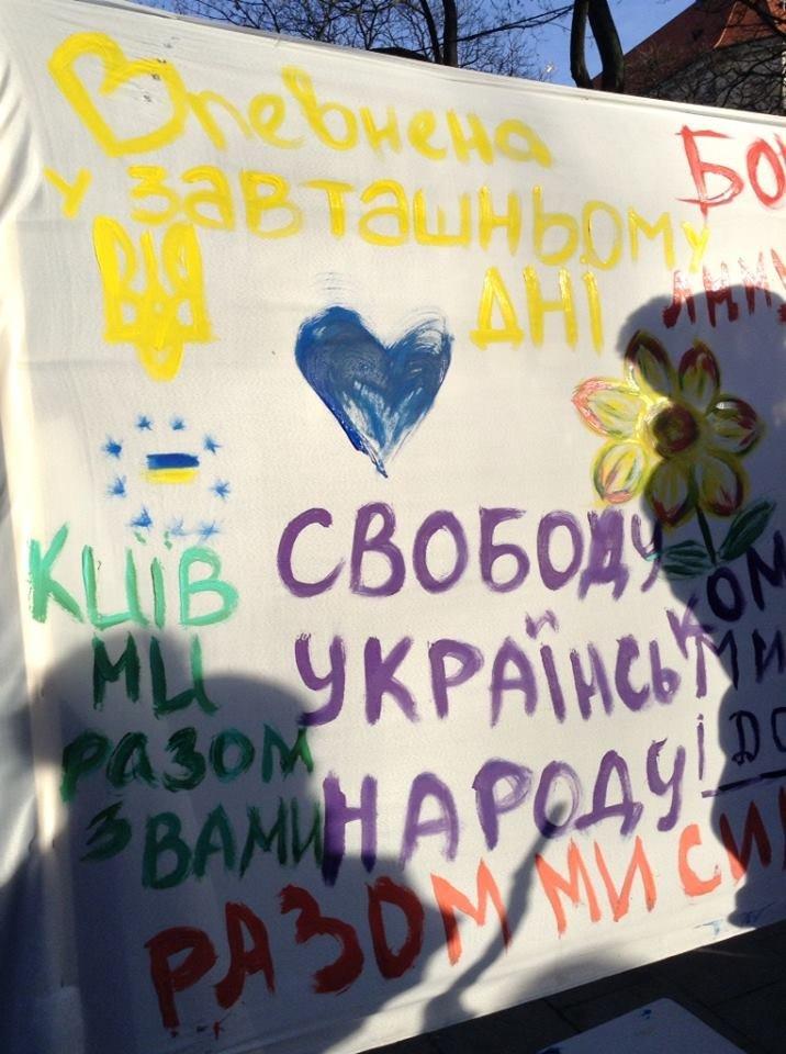 Львів'яни написали на 60м. тканини якою вони бачать Україну завтра (ФОТО), фото-9
