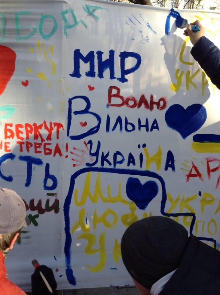 Львів'яни написали на 60м. тканини якою вони бачать Україну завтра (ФОТО), фото-5