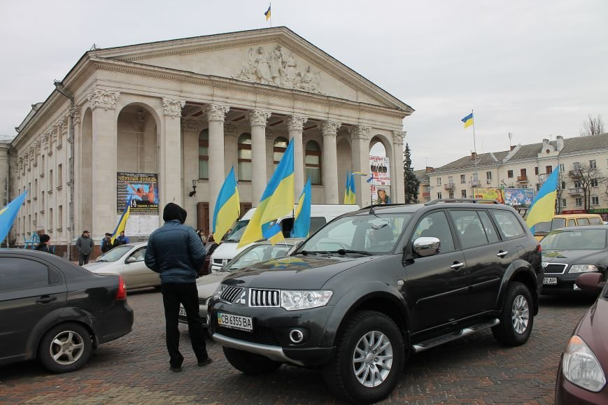 В Чернигове провели автопробег в поддержку требований Майдана, фото-2