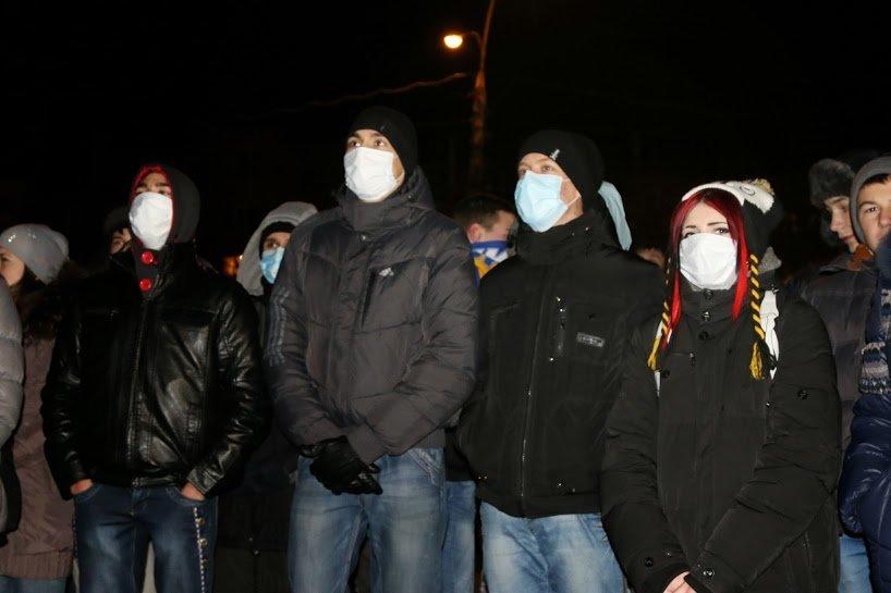 На Театральной площади Черкасс студенты собрались на Майдан, фото-2