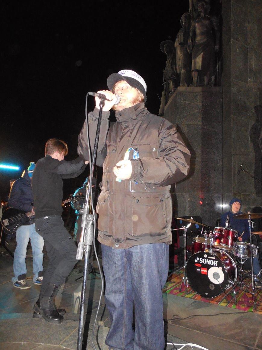 В поддержку «евромайдана» под памятником Шевченко выступили харьковские рокеры (фото, видео), фото-19