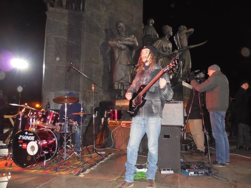 В поддержку «евромайдана» под памятником Шевченко выступили харьковские рокеры (фото, видео), фото-18