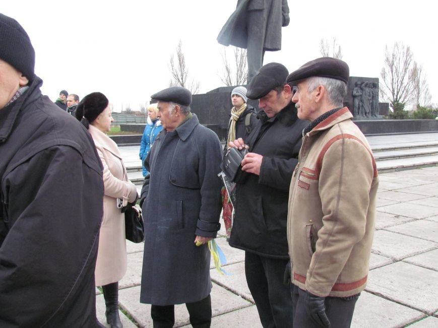 На баррикадах!В Мариуполе  на площади Ленина открыли штаб народного сопротивления(ФОТО+ВИДЕО), фото-8