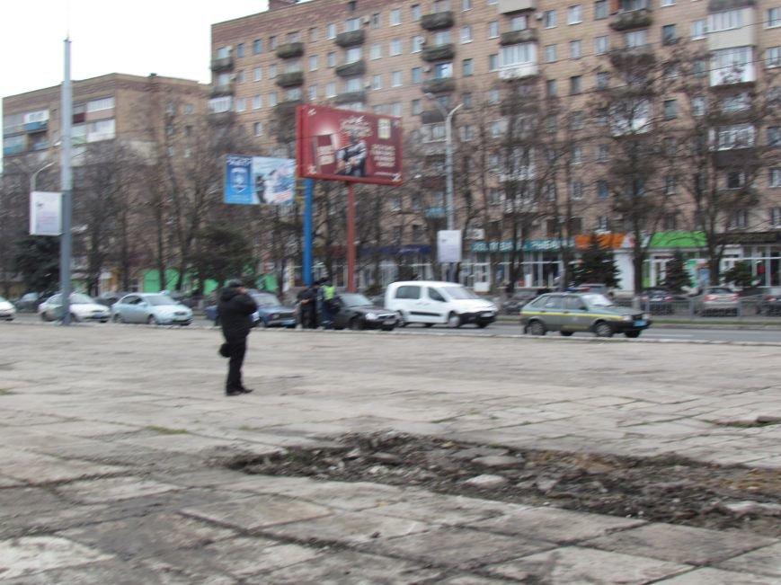 В Мариуполе плиты на площади Ленина  разобрали, чтобы скорее освоить средства (ФОТО), фото-1