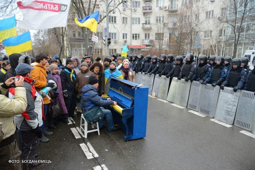 Було у Львові з'явилось у Києві: на євромайдані поставили вуличне фортепіано (ФОТО), фото-1