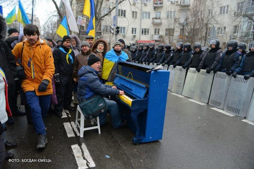 Було у Львові з'явилось у Києві: на євромайдані поставили вуличне фортепіано (ФОТО), фото-3