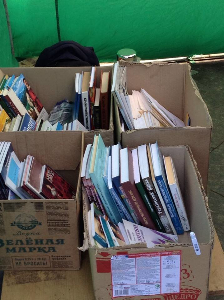 На львівському євромайдані обмінюються книжками (ФОТО), фото-2