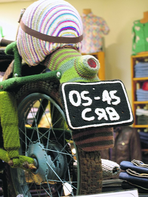 Львів'янин одягнув на свій мотоцикл … шубу, яку майстриня в'язала три місяці (ФОТО), фото-5