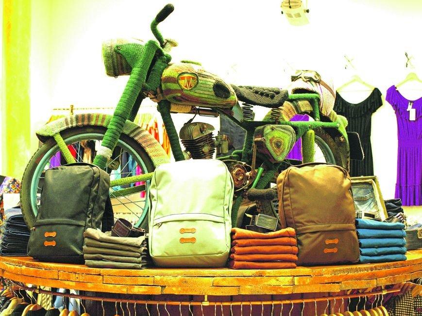 Львів'янин одягнув на свій мотоцикл … шубу, яку майстриня в'язала три місяці (ФОТО), фото-3