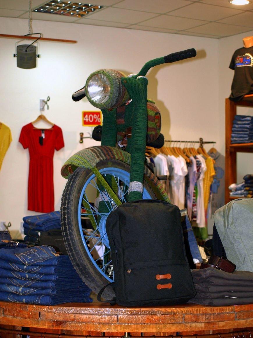 Львів'янин одягнув на свій мотоцикл … шубу, яку майстриня в'язала три місяці (ФОТО), фото-4