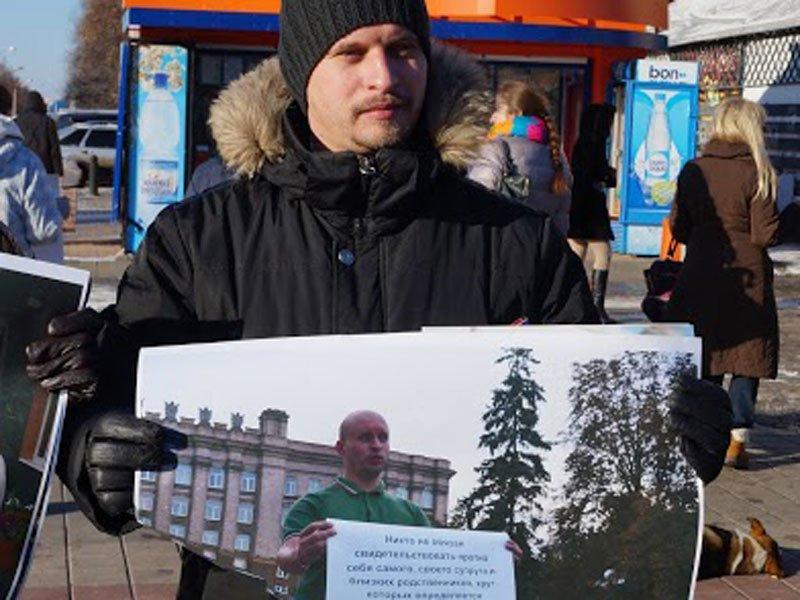 Не детский мир. Белгородцы провели фотовыставку в честь двадцатилетия Конституции, фото-3
