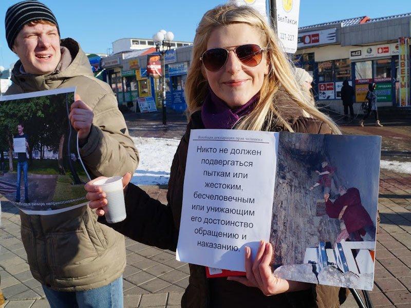 Не детский мир. Белгородцы провели фотовыставку в честь двадцатилетия Конституции, фото-1