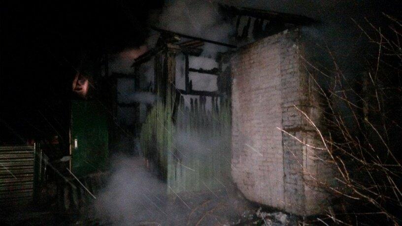 Остались на  улице!В Мариуполе нерадивый сосед сжег дом на несколько хозяев  (ФОТО), фото-2