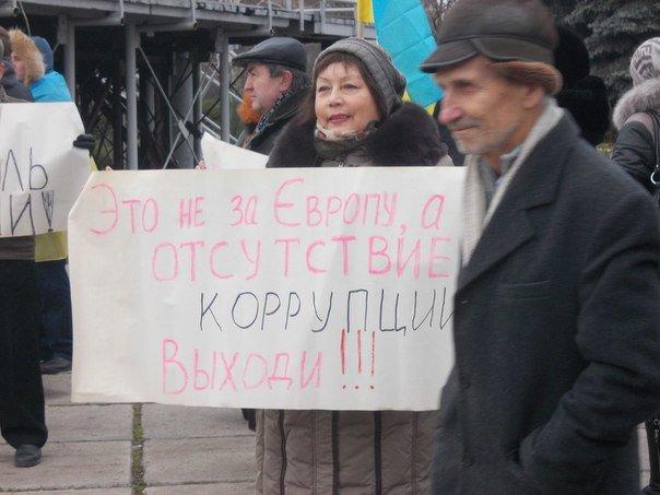 На мариупольском «Майдане» появились новые лозунги (ФОТО), фото-5