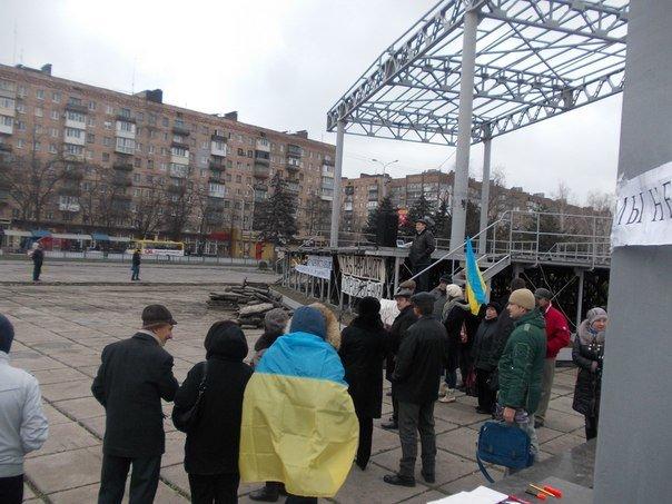 На мариупольском «Майдане» появились новые лозунги (ФОТО), фото-4
