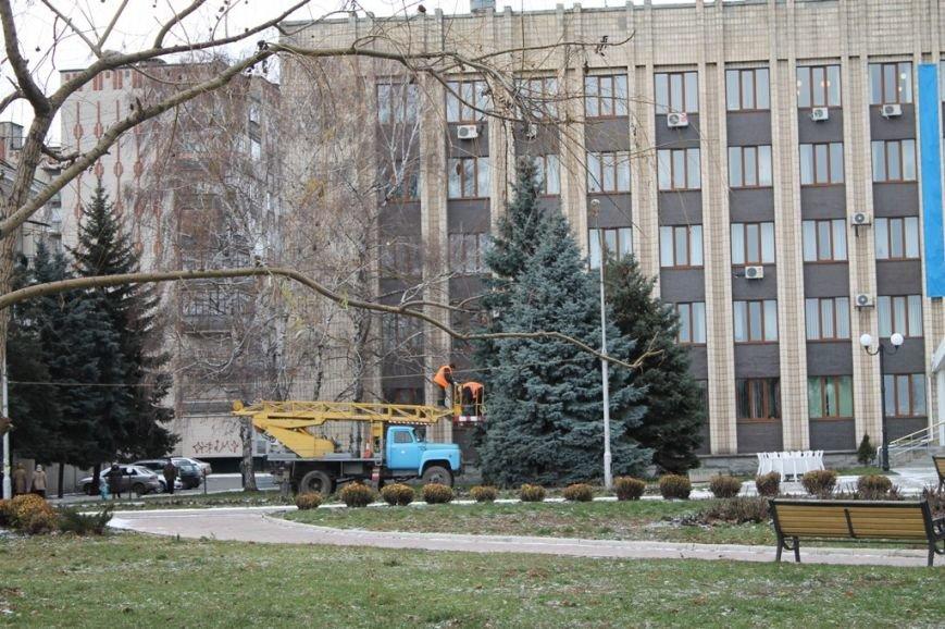 Новогоднюю иллюминацию в Артемовске зажгут вместе с главной городской елкой, фото-1