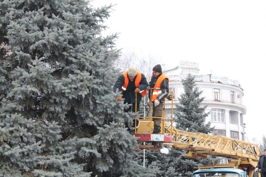 Новогоднюю иллюминацию в Артемовске зажгут вместе с главной городской елкой, фото-2